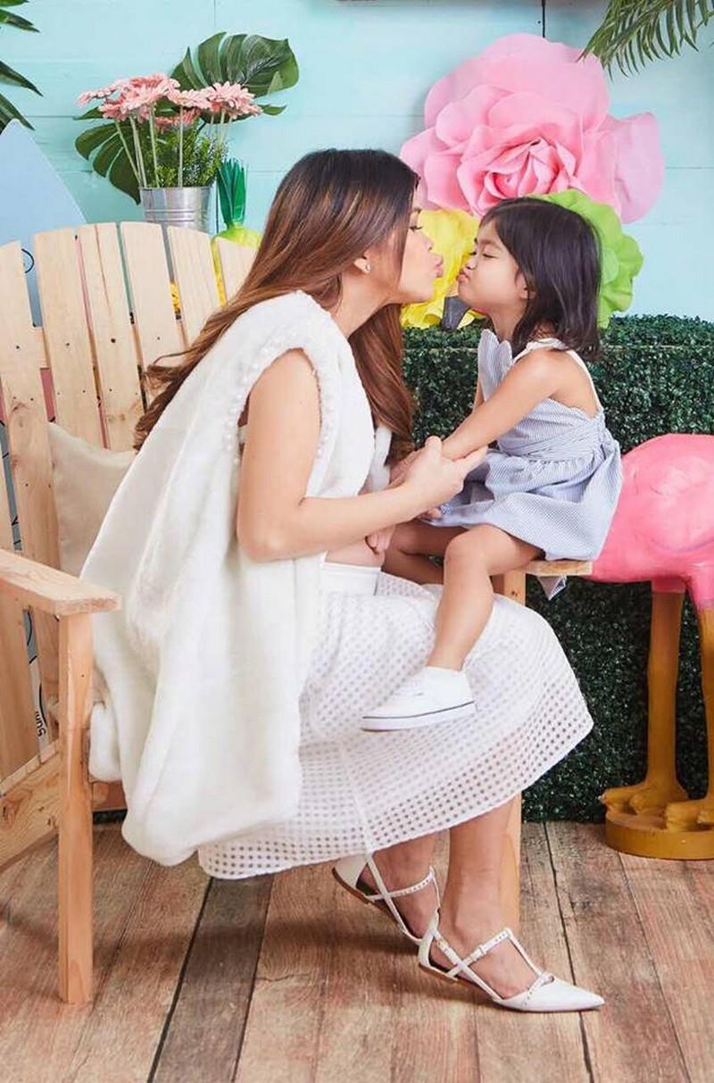 PHOTOS: Momshie Melai's Maternity Photoshoot