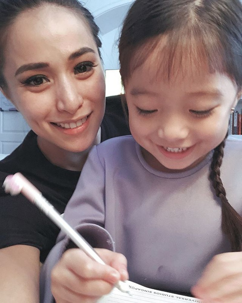 """Priceless moments of Cristine Reyes with her """"happy pill"""""""